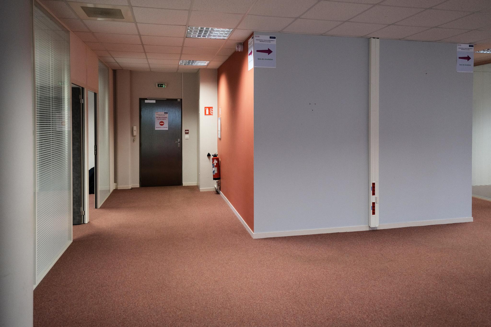 Bureaux de 245M2, 14 places de parking, climatisés - Photo 3